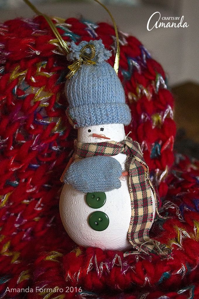 Turn An Old Burnt Out Light Bulb Into An Adorable Light Bulb Snowman  Ornament To Hang