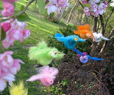 These beautiful light bulb birds are so colorful and look great hanging from the ceiling! Learn to decoupage light bulb birds with tissue paper.