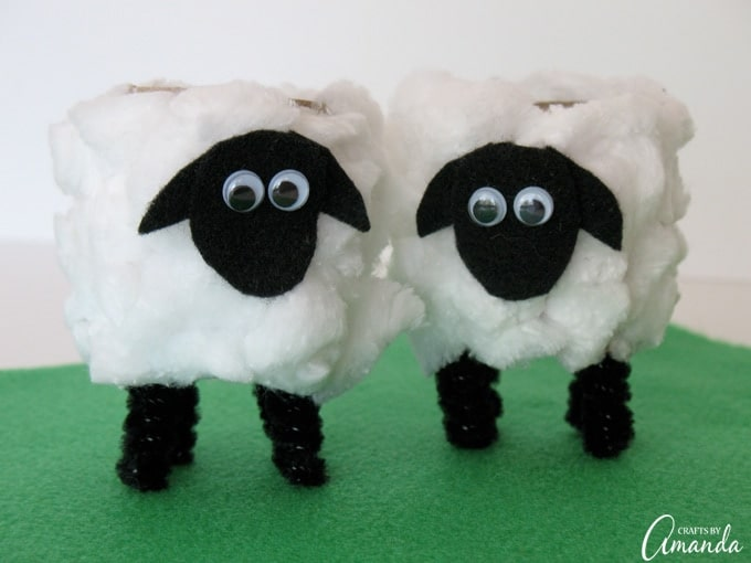 These adorable cardboard tube lambs are the perfect Easter project for kids!