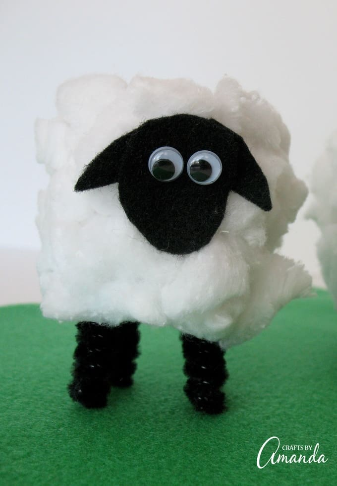 These uber adorable lambs are great for Easter or as a spring/Earth day craft!