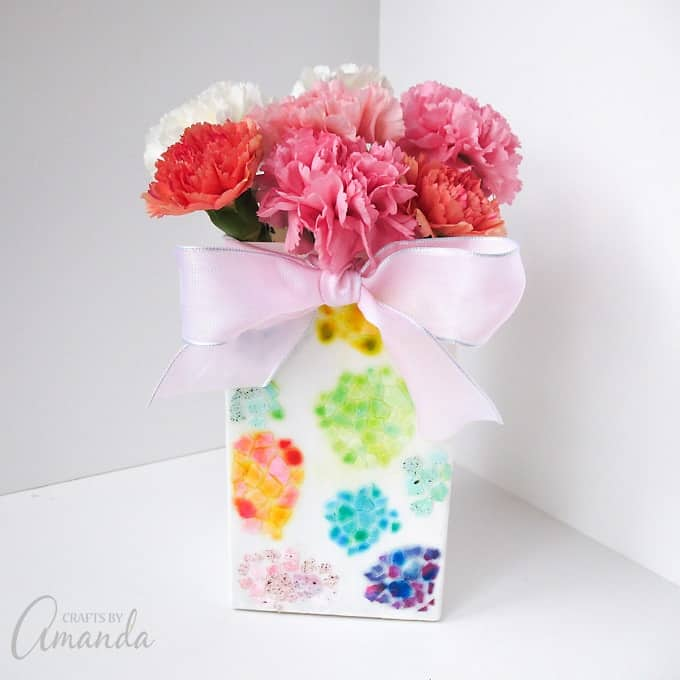 I hope you enjoy creating this egg shell mosaic vase!