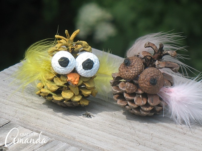 These pinecone owls are surely cute, and oh so easy to make.