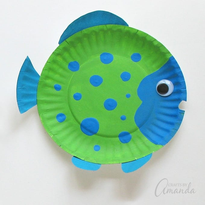 Green and blue spotted paper plate fish