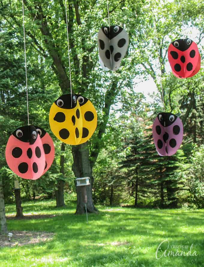 Now that spring is here and the weather is warming up, you and your kids will love these adorable twirling ladybugs!