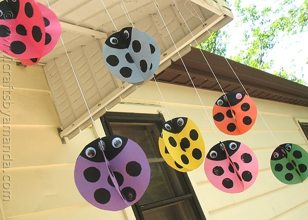 Now that spring is here and the weather is warming up, you and your kids will love these adorable twirling ladybugs! They swirl and twirl and look so cute, all you need is a little breeze.