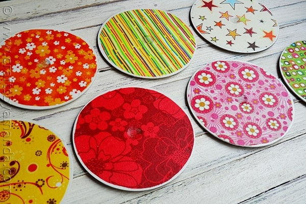 Mismatch fabrics to suit your personal style for these recycled CD coasters. The possibilities are endless to how you can decorate these. Play them off the colors of your kitchen, living room, bedroom or office.