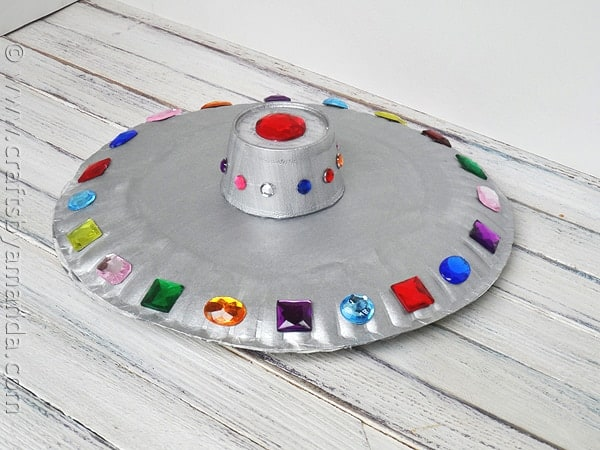 Make a fun paper plate flying saucer from CraftsbyAmanda.com @amandaformaro