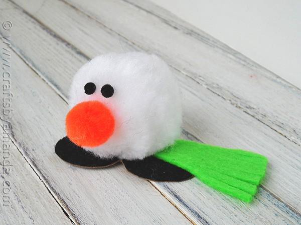 Cute pom pom snowman craft: Snowman Desk Buddy! CraftsbyAmanda.com @amandaformaro