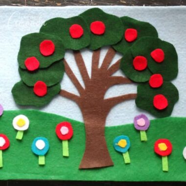 This felt board craft is fun and can be used any time of the year. Help your little ones learn about the changing of the seasons with this felt board craft.