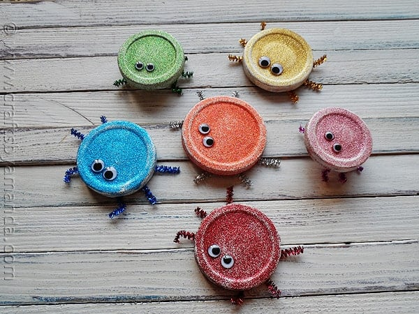Jar Lid Glitter Bugs a cute recycled lid craft for kids! Great for Earth Day! From CraftsbyAmanda.com
