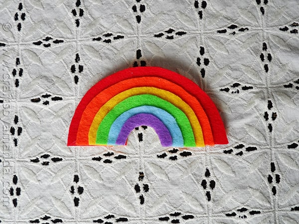 Rainbow Crafts: Layered Felt Rainbow Magnet at CraftsbyAmanda.com @amandaformaro