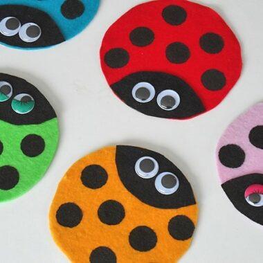 Recycled CD Ladybugs by @amandaformaro - CraftsbyAmanda.com