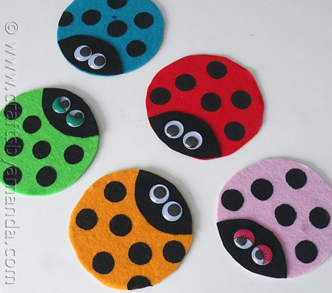 Recycled CD Ladybugs by @amandaformaro - CraftsbyAmanda.com