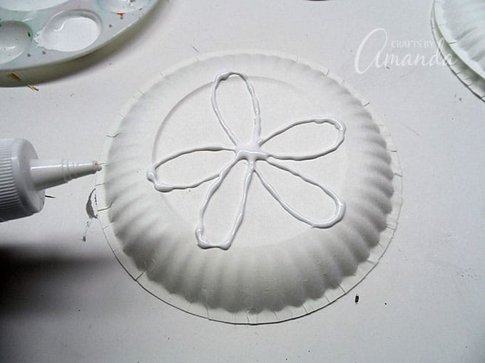 make a template of the sand dollar with glue