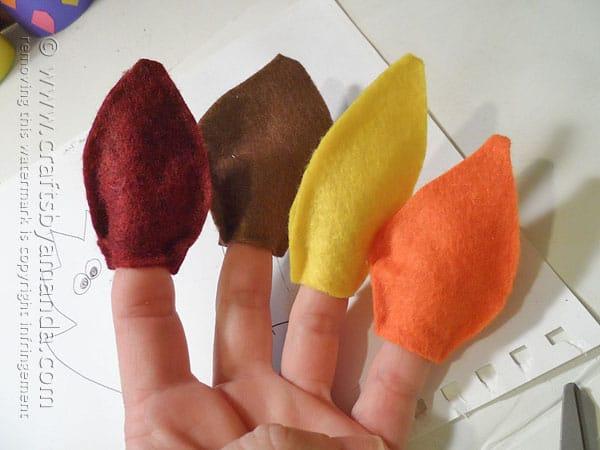 Felt Leaf Finger Puppets @amandaformaro Crafts by Amanda