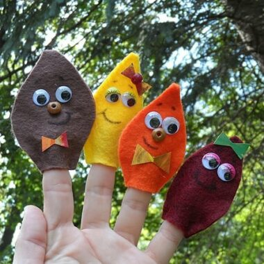 Felt Leaf Finger Puppets @amandaformaro Crafts by Amanda