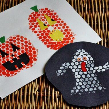 Bubble Wrap Stamping for Halloween @amandaformaro Crafts by Amanda