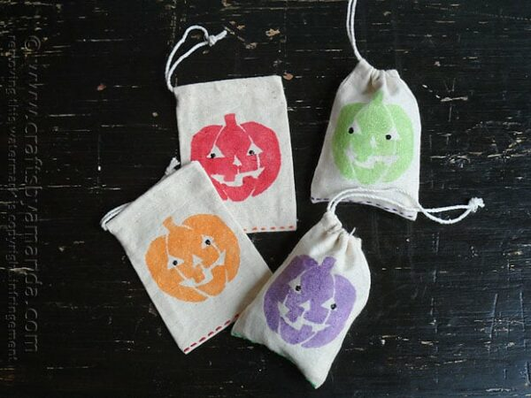 Glitter Jack o'Lantern Treat Bags @amandaformaro Crafts by Amanda
