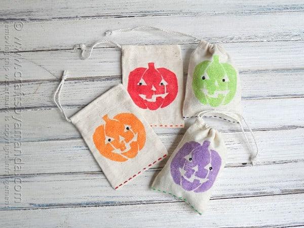 Glitter Jack o'Lantern Treat Bags @amandaformaro Crafts by Amanda