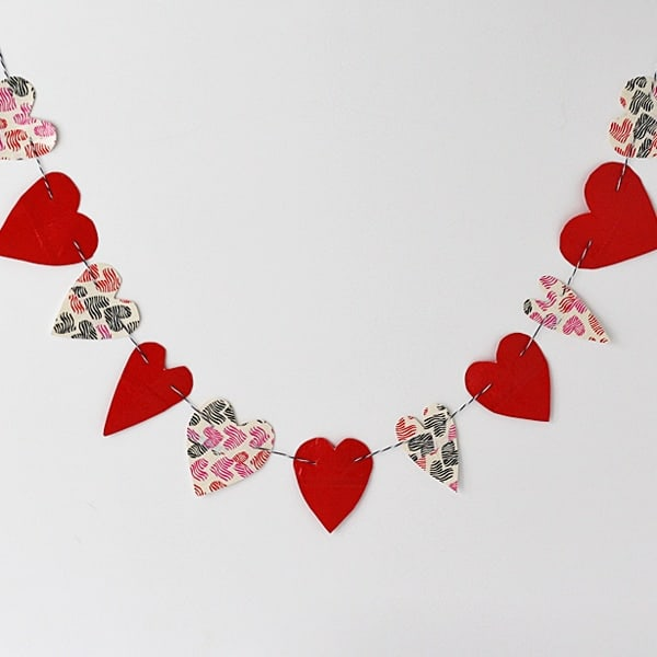 Duct Tape Heart Bunting by @amandaformaro Crafts by Amanda