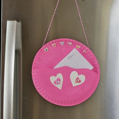 Paper Plate Valentine Note Pocket @amandaformaro Crafts by Amanda