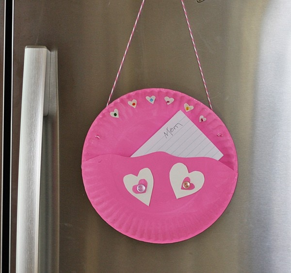 Paper Plate Valentine Note Pocket @amandaformaro Crafts by Amanda & Paper Plate Valentine Note Pocket - Crafts by Amanda