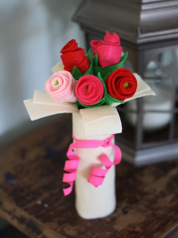 Cardboard Tube Bouquet of Felt Roses @amandaformaro Crafts by Amanda