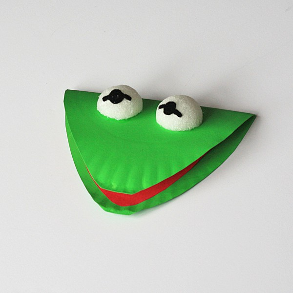Paper Plate Kermit the Frog by @amandaformaro Crafts by Amanda