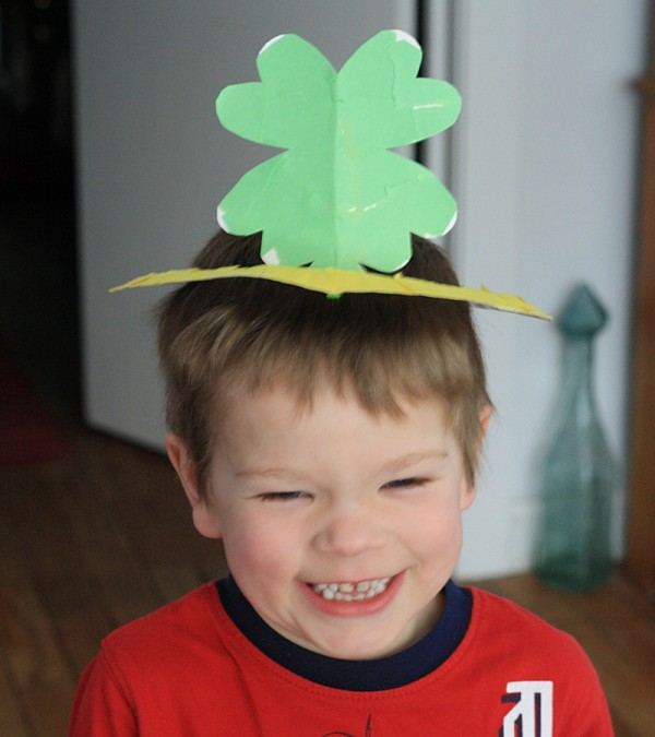 Four Leaf Clover Paper Plate Crown by @amandaformaro Crafts by Amanda