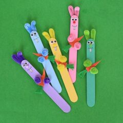 Aww so cute! Love these craft stick bunnies from Crafts by Amanda. A great Easter craft for the kids.