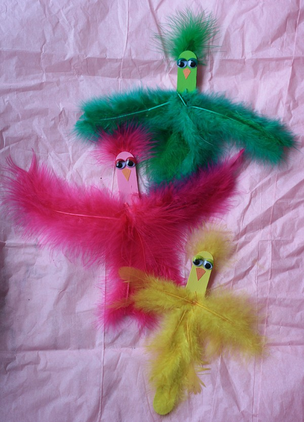Ohhh so cute and colorful! These craft stick spring birds from Crafts by Amanda are a great craft for this weekend. :)