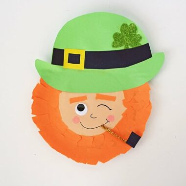 Winking Paper Plate leprechaun by @amandaformaro Crafts by Amanda
