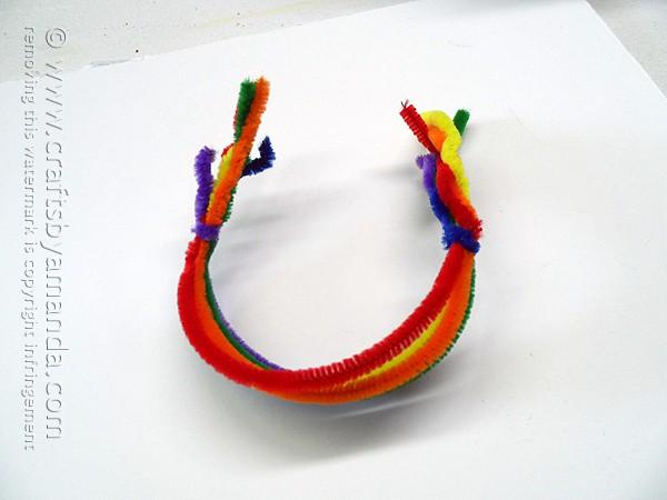 Pipe Cleaner Rainbow Bracelet by @amandaformaro Crafts by Amanda