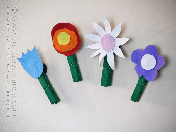 Fun! These denim flower magnets would be great for Mother's Day or even Teacher Appreciation Week!