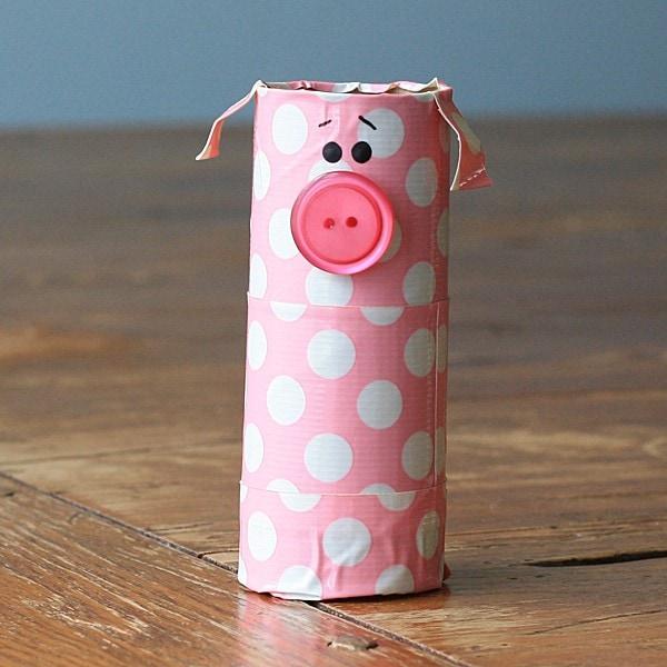 What a cute little cardboard tube piggy! I love polka dots and he's so sweet :)