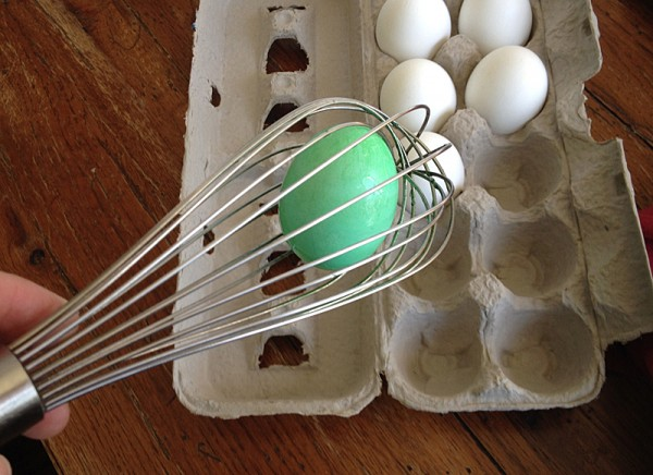 10 Tips for Coloring Easter Eggs with Toddlers by @amandaformaro