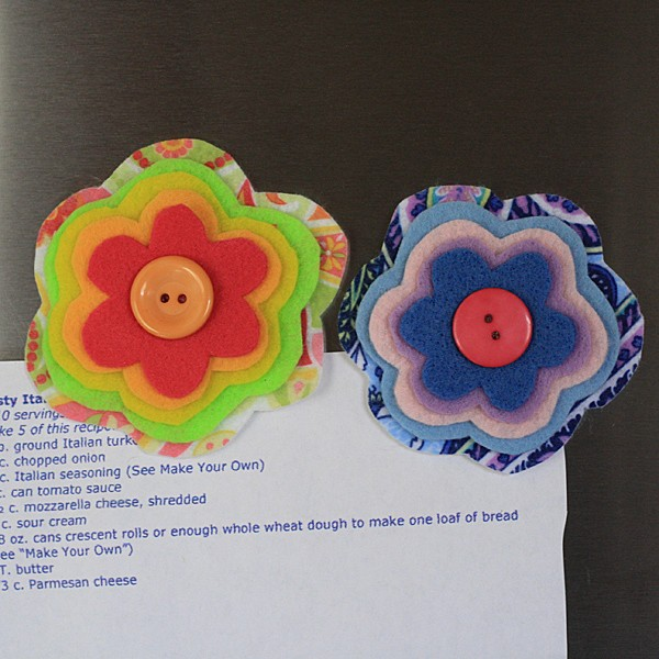Cute flower magnets made from layers of felt, great for Mother's Day!