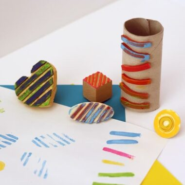 Make your own stamps with rubber bands! Love it!