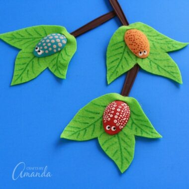 Make these adorable plastic spoon bugs with the kids. A great kid's craft for summer, a classroom display, or just for fun!