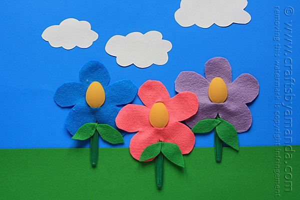 Plastic Spoon Felt Flowers by Amanda Formaro of Crafts by Amanda