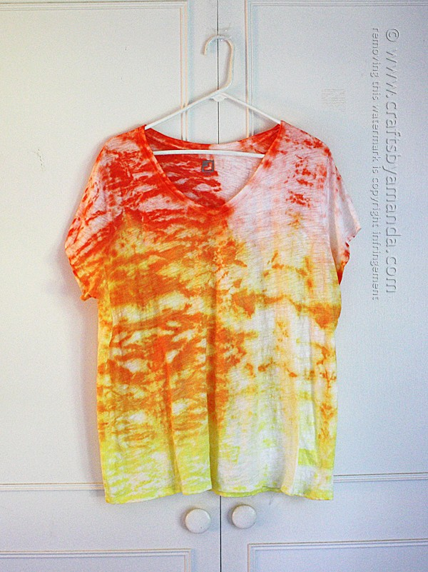 This beautiful shibori style top was made by Amanda Formaro - full step by step tutorial!