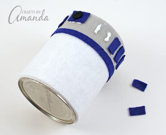 Here's a fun new Star Wars craft! Make an R2-D2 Pencil Holder by Amanda Formaro of Crafts by Amanda, from her new book, Star Wars Mania