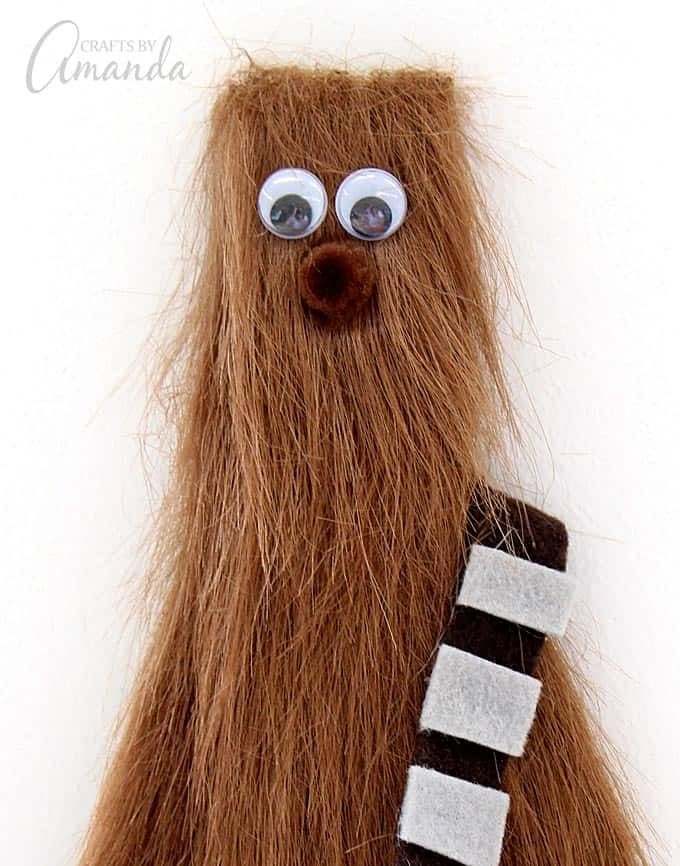 Great tutorial for this super fun Chewbacca craft from Amanda Formaro's book, Star Wars Mania!