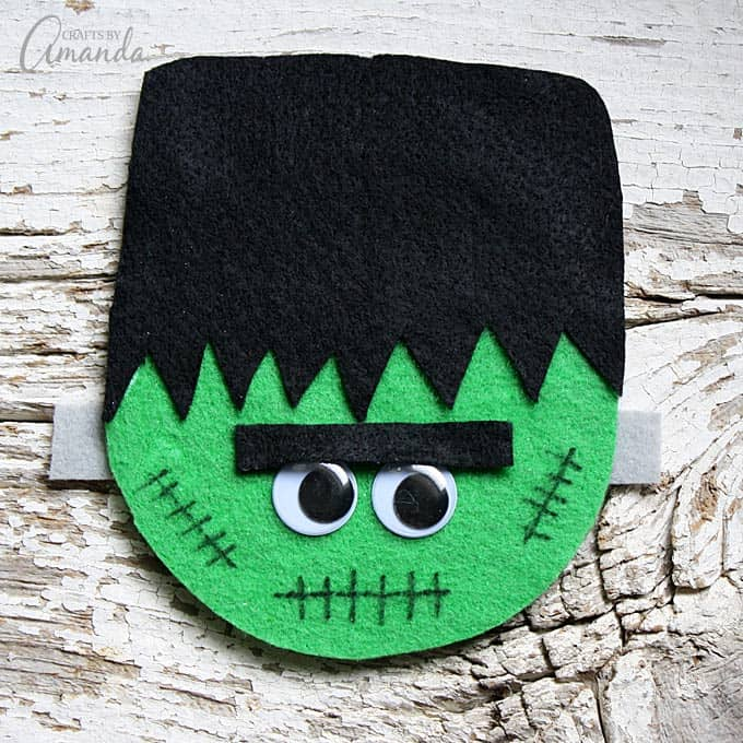 Recycle an old disc into some Halloween fun with this CD Frankenstein craft! This would make the perfect make & take for a Halloween party!