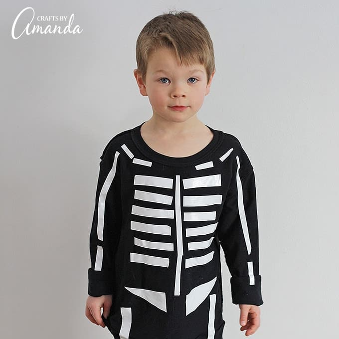Last minute parents, have no fear! Halloween is just around the corner. Grab your duct tape and let's make this super easy skeleton costume.