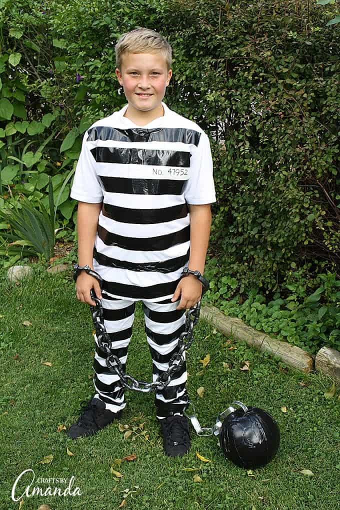 Prisoner costume using duct tape and white clothes use duct tape and regular white clothes to make this super simple prisoner costume afterwards solutioingenieria Image collections