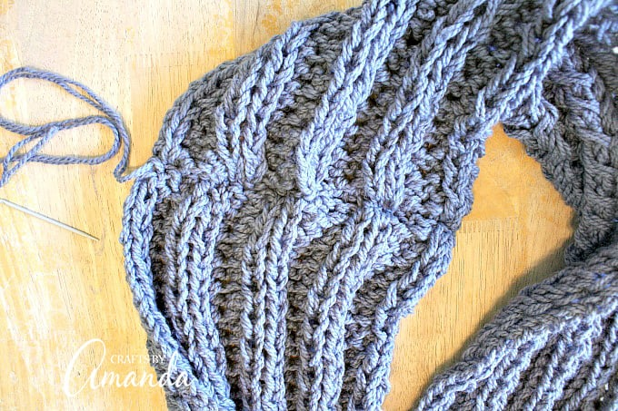 infinity scarf pattern - Finish off you crocheted infinity scarf