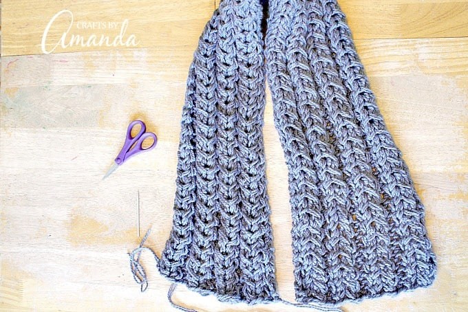 Sew the cast on edge to the bind off edge.
