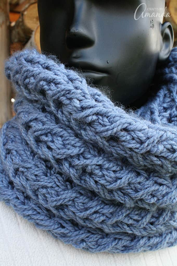 Free infinity scarf pattern. Make this faux cable infinity scarf for yourself or give it as a gift. It's soft and fluffy and beautiful!