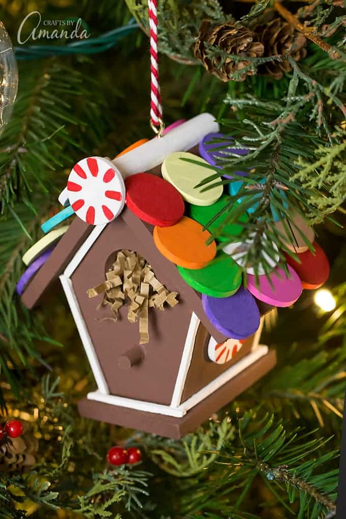 Just in time for the holidays, learn how to make a colorful wooden Gingerbread Birdhouse Ornament from a miniature craft birdhouse, wooden circles, and acrylic paint.